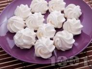 Рецепта Обикновени домашни целувки от белтък и пудра захар